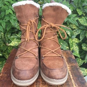 White Mountain brown shearling lined boots 9